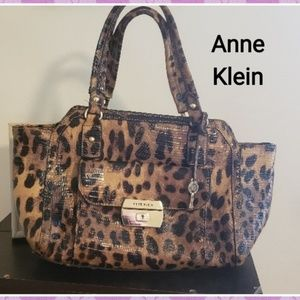 🌹BOGO equal OR less Anne Klein Leopard Purse